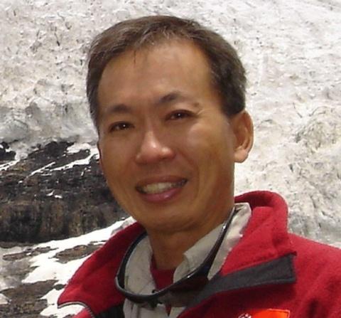 Closed Up photo of Mr David Lim